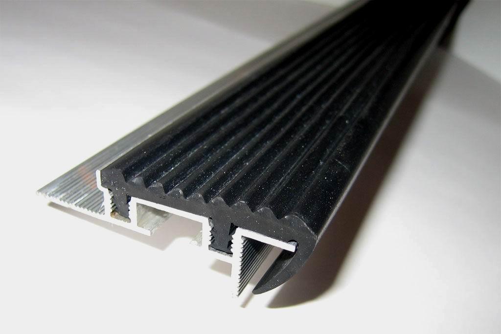 Алюминиевый закладной профиль SafeStep